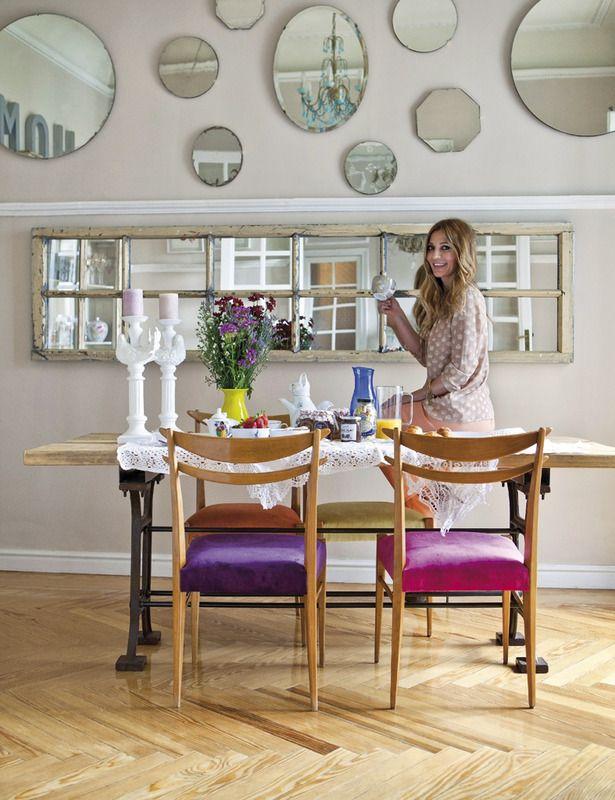 comedor y sillas tapizadas de colores