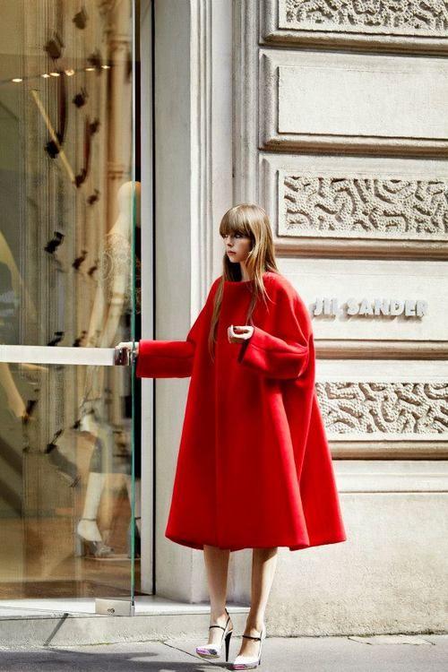 abrigo para invitadas de rojo