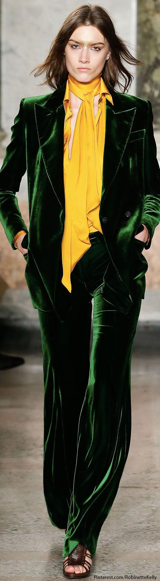 traje de chaqueta y pantalón terciopelo verde