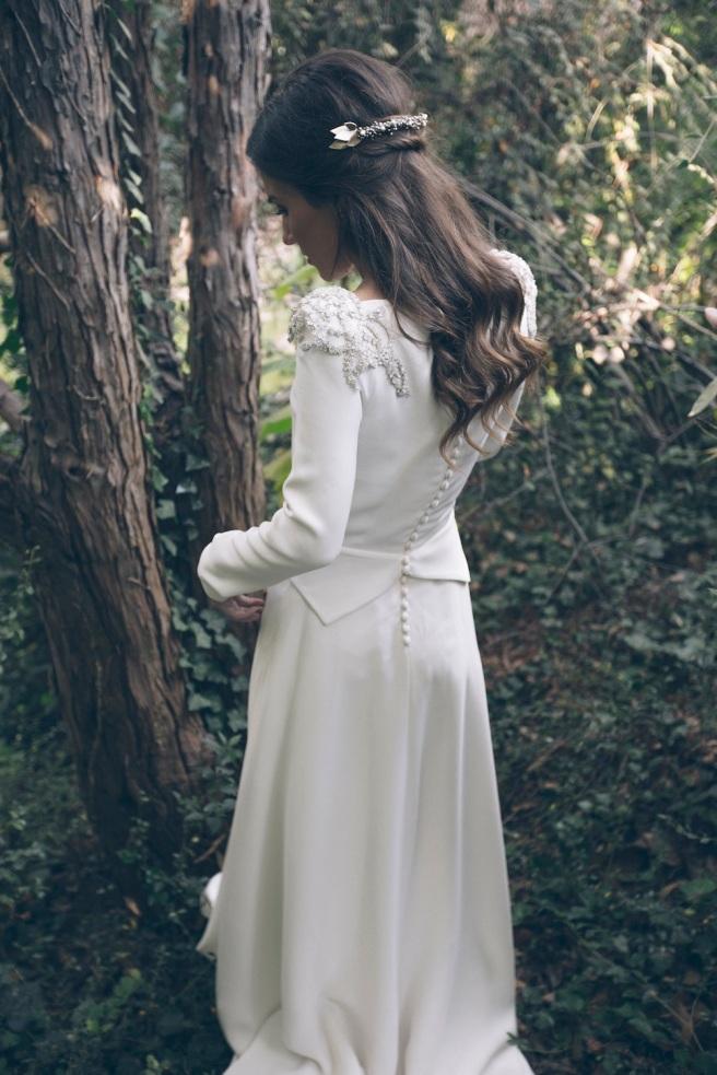 vestido de novia con bordados de plata
