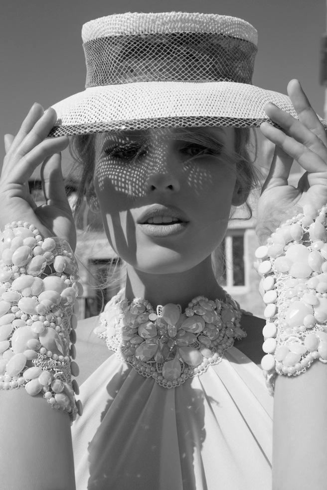 novias_con_sombreros_y_pamelas