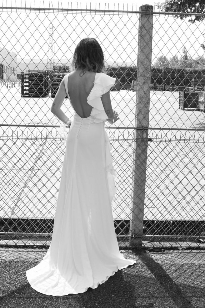 espalda-de-vestido-de-novia-sin-mangas-con-volantes
