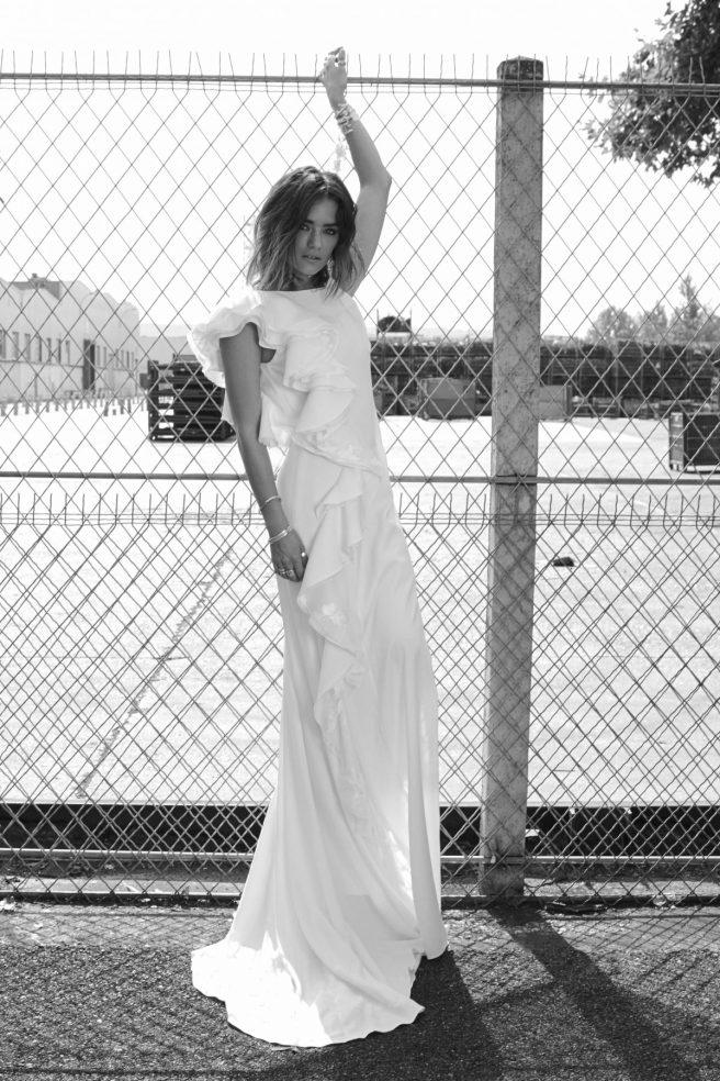 vestido-de-novia-sin-mangas-con-volantes